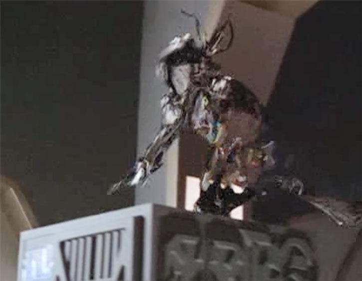 A half-cloaked interdimensional alien in ambush