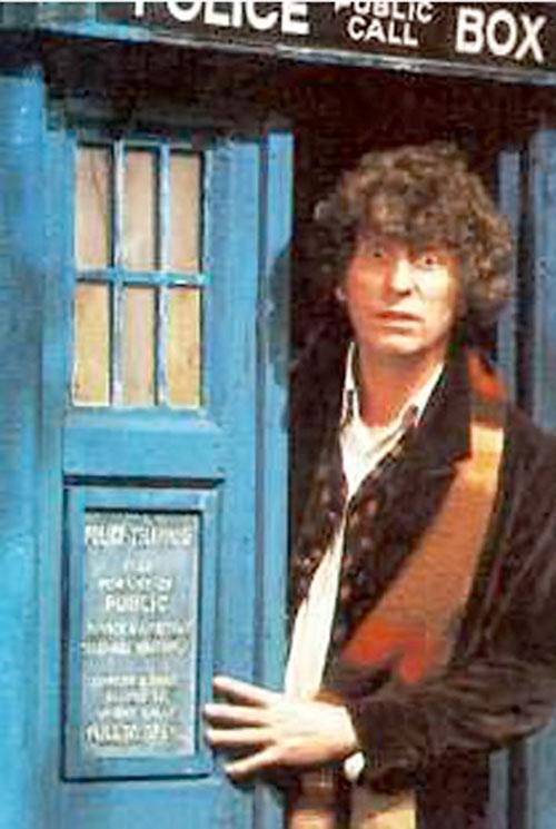 Doctor Who (4th regeneration) (Tom Baker) opens the TARDIS