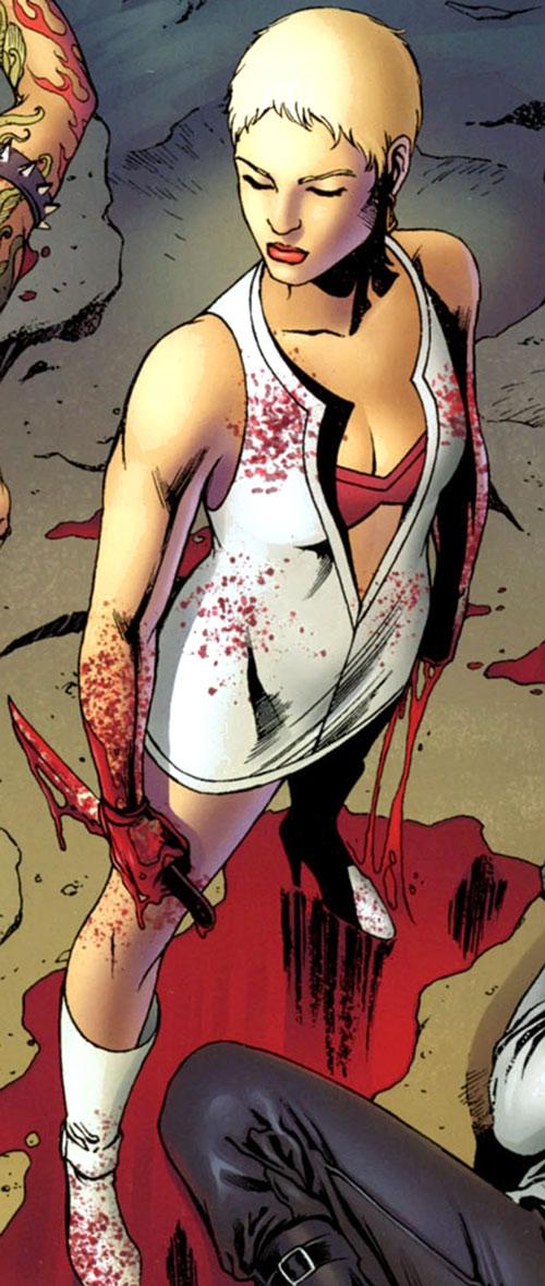 Doktor Sleepless (Ellis Avatar Comics) - Nurse Igor blood-splattered bloody knife
