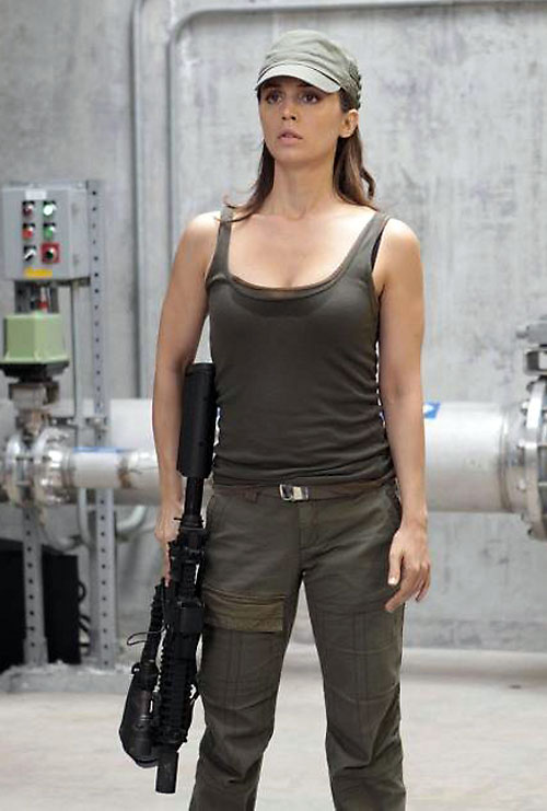 Echo (Eliza Dushku in Dollhouse) military uniform and carbine