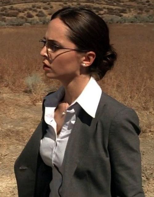 Echo (Eliza Dushku in Dollhouse) as Eleanor Penn in a desert