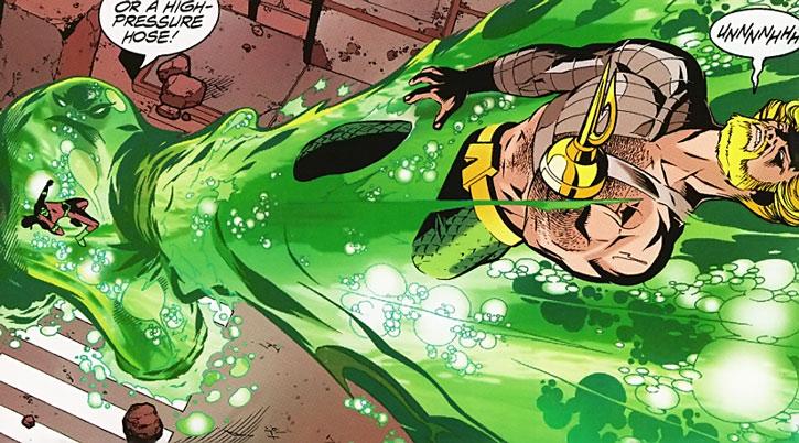 Flow attacks Aquaman and the Flash
