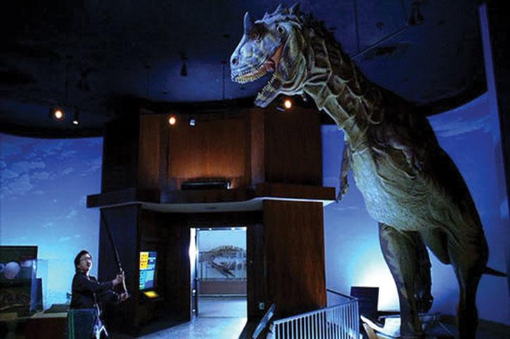 Hiro Nakamura (Masi Oka) faces a dinosaur statue