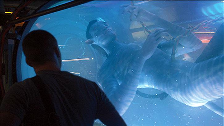 Jake Sully (Sam Worthington) and a Na'vi avatar body