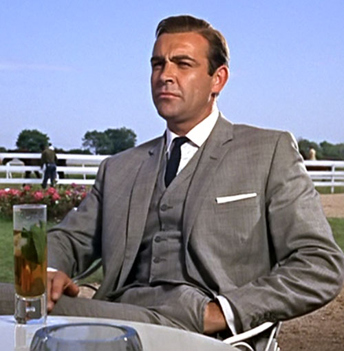 James Bon (Sean Connery) in a gray suit