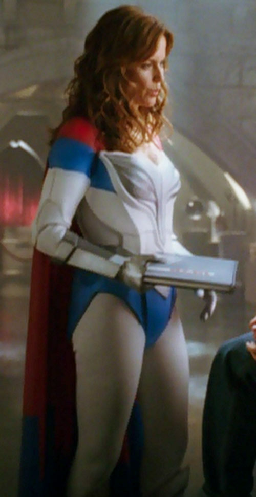 Jetstream (Kelly Preston in Sky High) holding a book