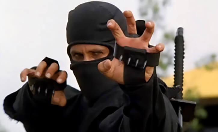 Joe Armstrong (Michael Dudikoff) with ninja claws