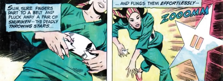 Lady Shiva throws a shuriken