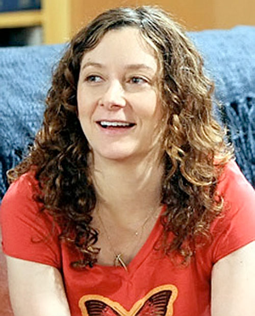 Leslie Winkle (Sara Gilbert in Big Bang Theory) with a light red T-shirt