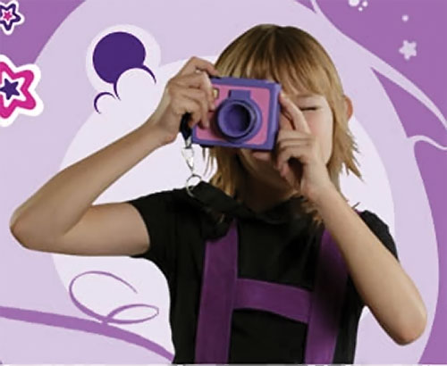 Lila (Ester Vazquez in Club Super-3) with her camera