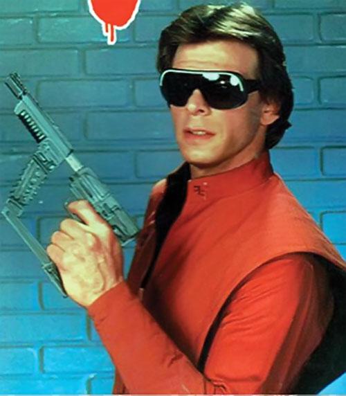 Mike Donovan (Marc Singer in V) in an alien uniform