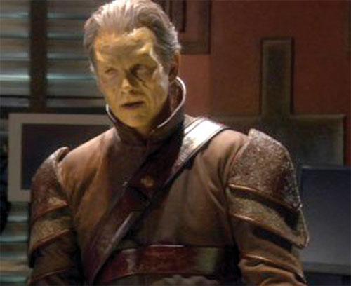 Michael Kenmore (Connor Trinneer in Stargate Atlantis) with ivory skin