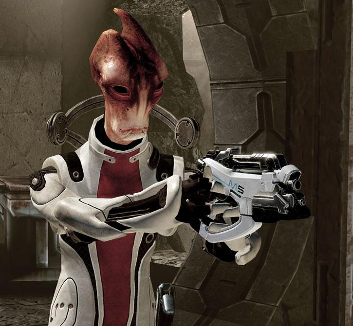 Mordin aiming a Phalanx pistol