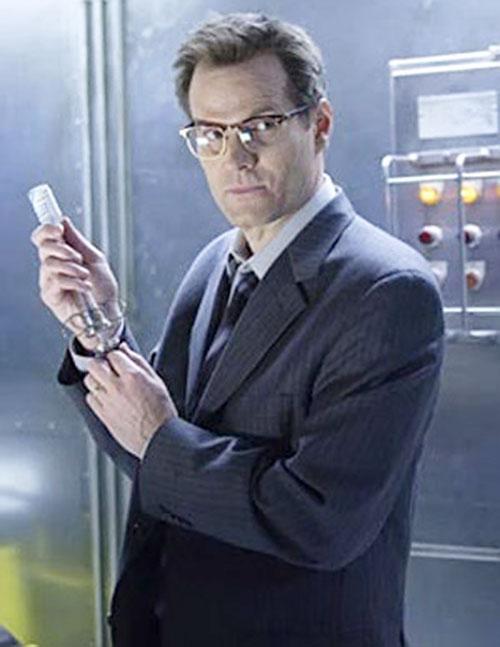 Mister Bennet (Jack Coleman in NBC's Heroes) preparing a syringe