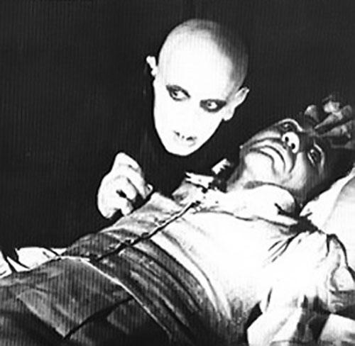 Der Nosferatu (Murnau movie) preying