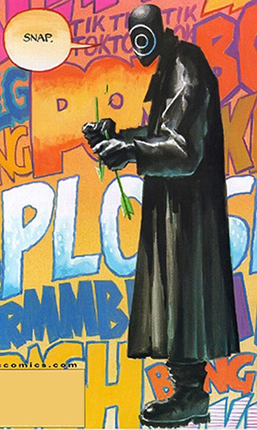 Onomatopoeia (DC Comics) breaking a green arrow