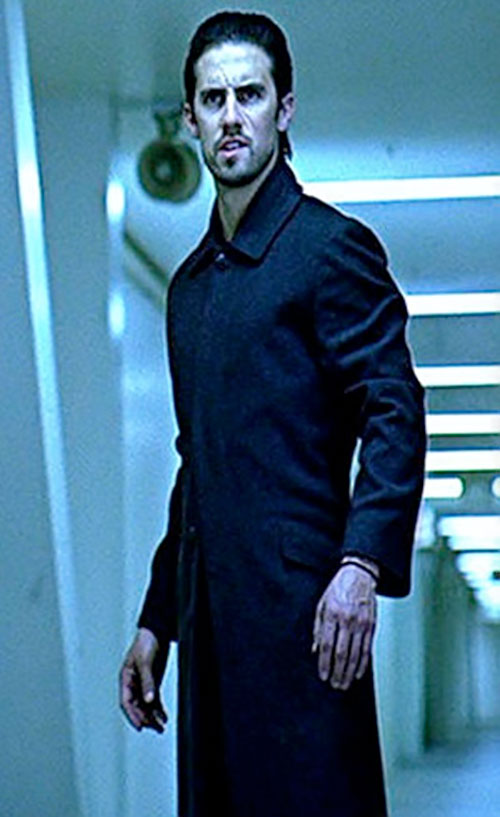 Peter Petrelli (Milo Ventimiglia in Heroes) in the future with a long black coat