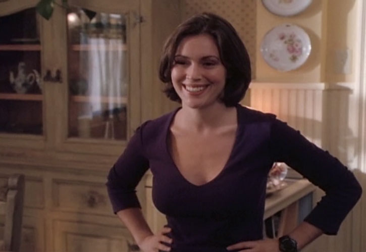 Phoebe Halliwell (Alyssa Milano) smiling