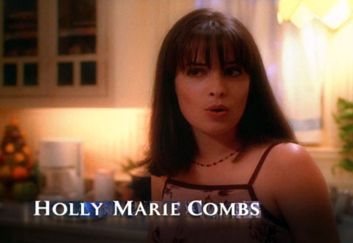 Piper Halliwell (Holy Marie Combs) during the opening credits