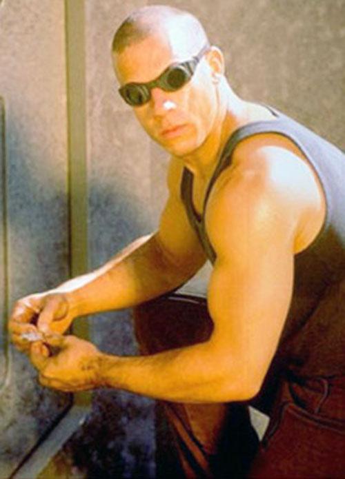 Riddick (Vin Diesel) working