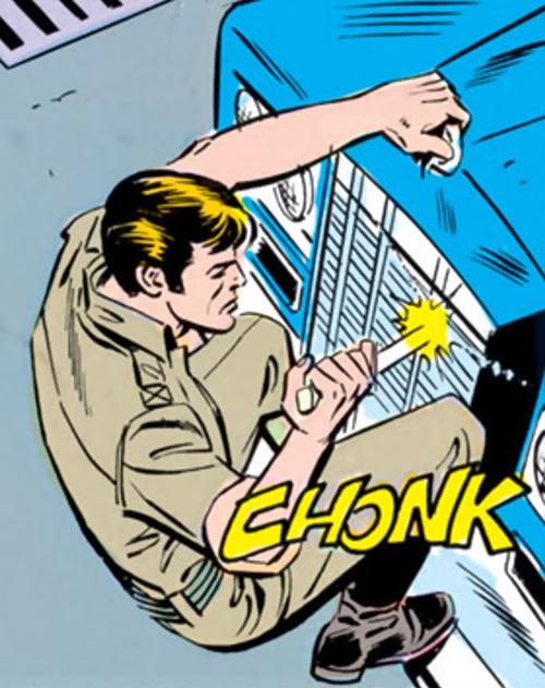 Ripcord - G.I. Joe - 1980s Marvel comics - Stabbing an engine