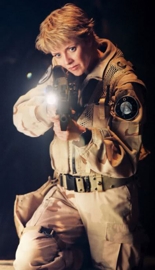 Samantha Carter (Amanda Tapping in Stargate SG-1) with a P90 with a railed-on flashlight