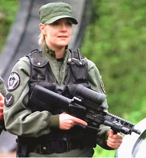 Samantha Carter (Amanda Tapping in Stargate SG-1) with her custom rifle