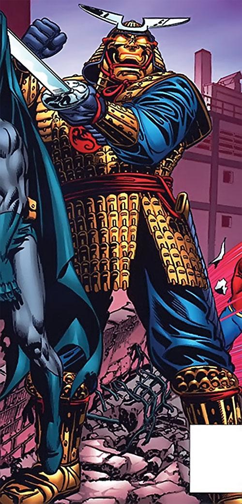 A Samuroid (Flash enemies) (DC Comics) holding Batman
