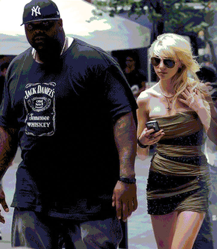 Huge black bodyguard with a blonde celeb