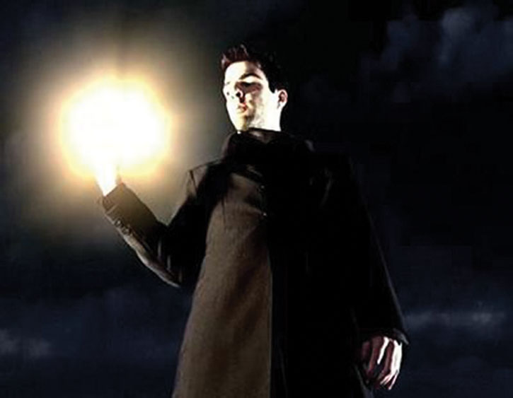 Sylar (Zachary Quinto) with his hand glowing brightly
