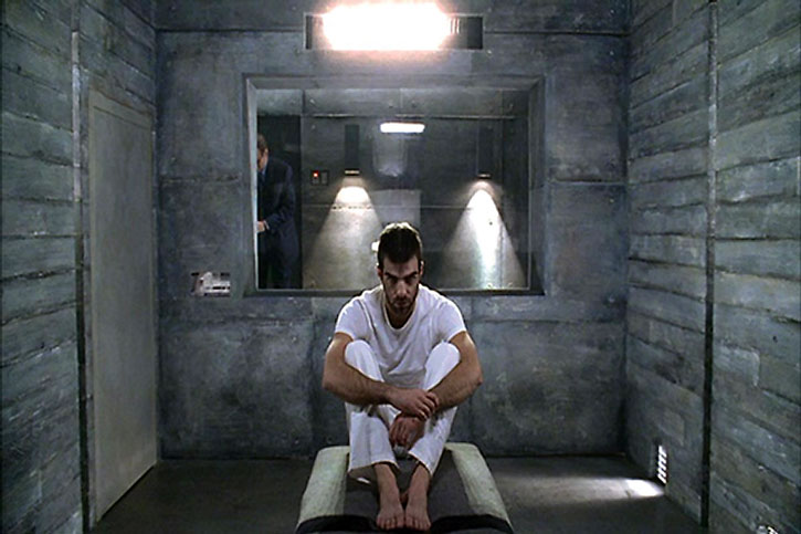 Sylar (Zachary Quinto) in a cell