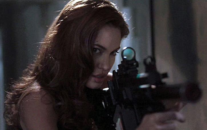Angelina Jolie using a reflex sight