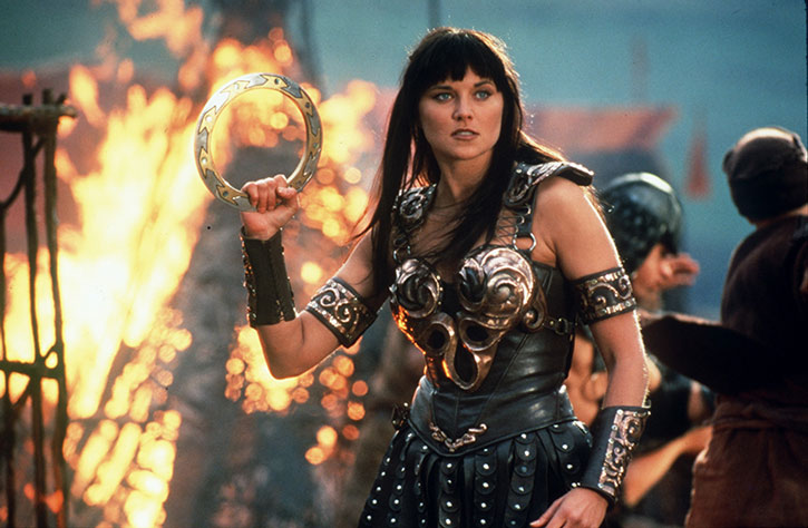 Xena (Lucy Lawless) in battle with a chakram