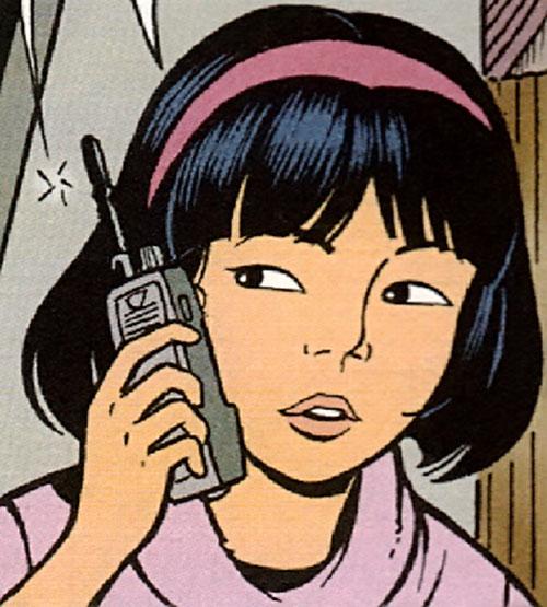 Yoko Tsuno avec un talkie-walkie