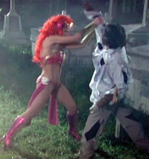 Zsa Zsa Zaturnnah ze moveeh (Padilla) fights a zombie