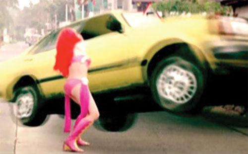 Zsa Zsa Zaturnnah ze moveeh (Padilla) throws a yellow car