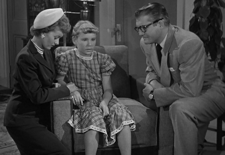 Clark Kent interviews a scared child
