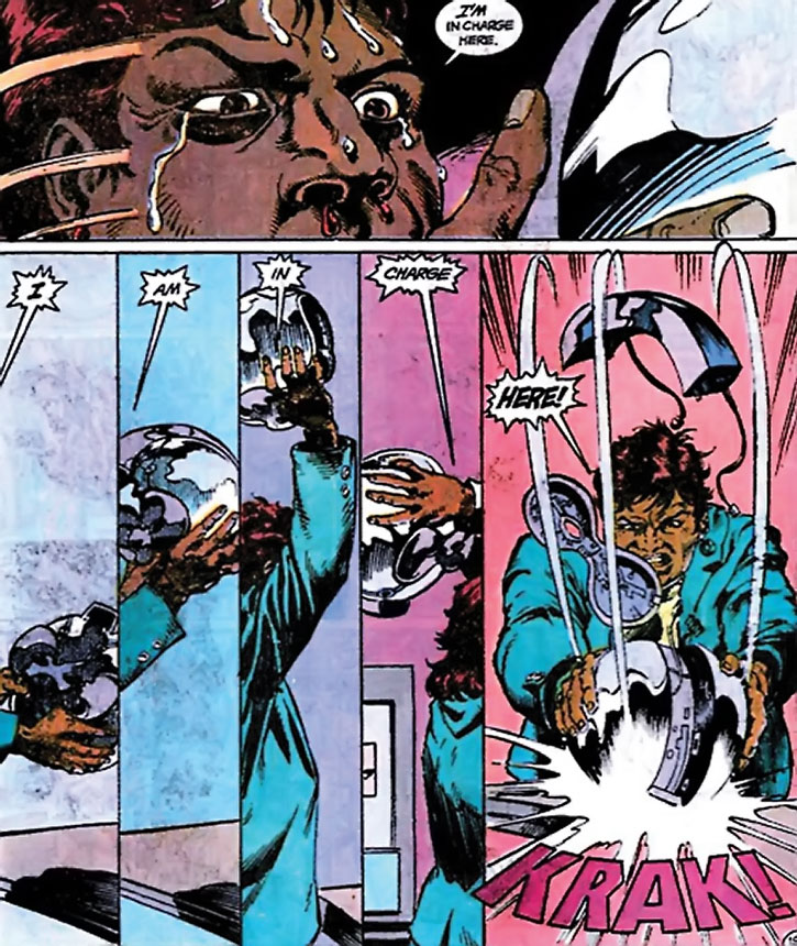 Amanda Waller vs. the Thinker's helmet