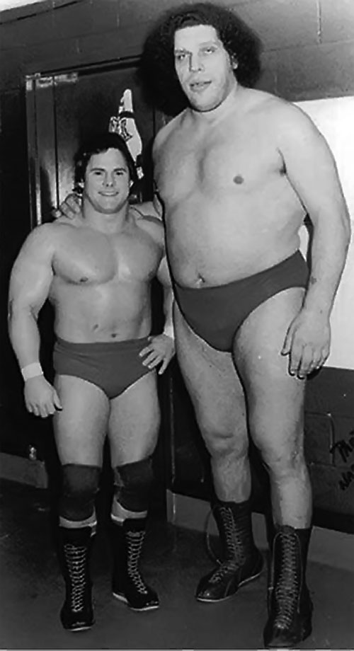 Andre the Giant (wrestler) and a shorter wrestler