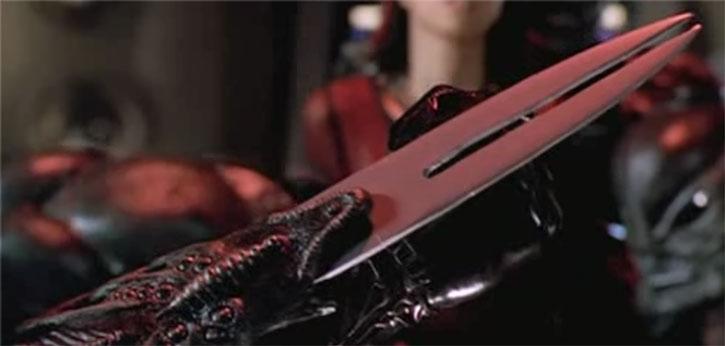 Extended alien wrist blade