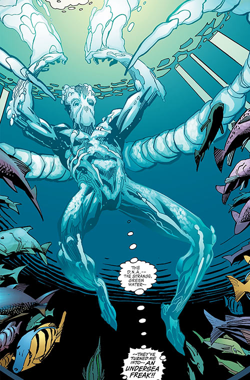 Aquaman (Imagine Stan Lee version) (DC Comics) underwater