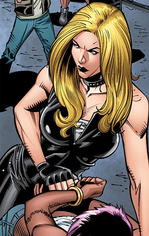 Barb Wire (Dark Horse Comics) in 2015 handcuffing a woman