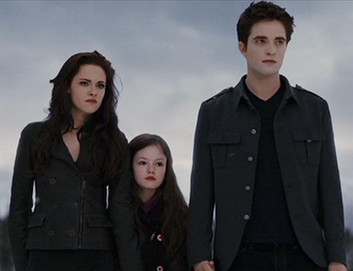Bella Swan (Kristen Stewart) with family