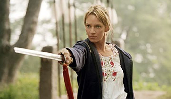 The Bride (Uma Thurman) pointing a sword