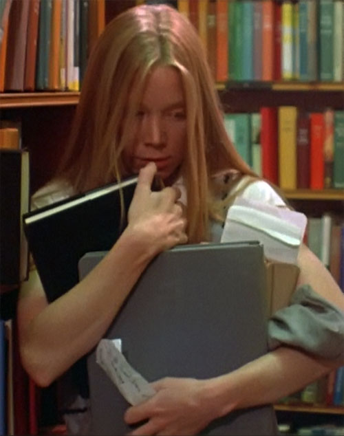 Stephen King's Carrie (Sissy Spacek) carrying books