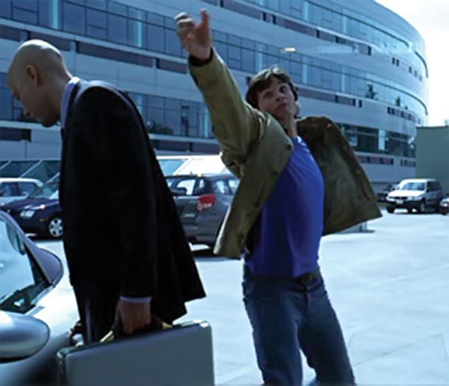 Clark Kent (Tom Welling in Smallville) catches a bullet