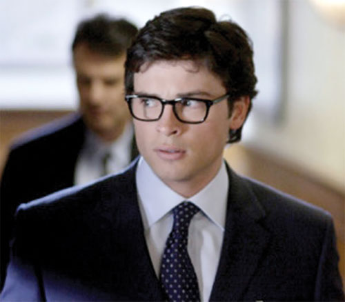 Clark Kent (Tom Welling in Smallville) with a dark blue suit and glasses