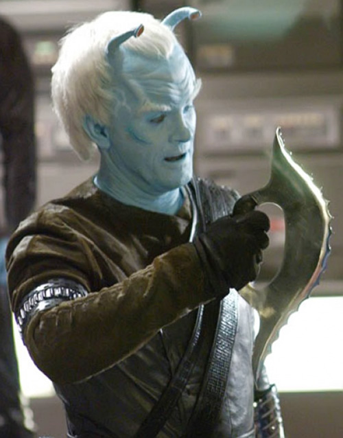Commander Shran (Jeffrey Combs in Star Trek: Enterprise) with a bladed weapon