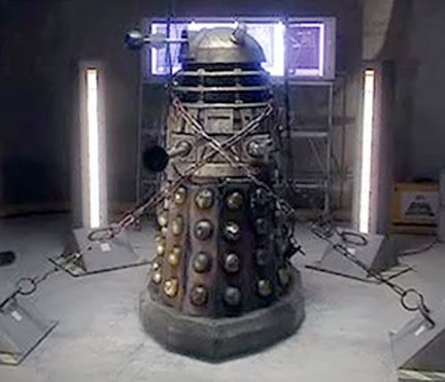 Daleks (Doctor Who) (Modern) bound by chains