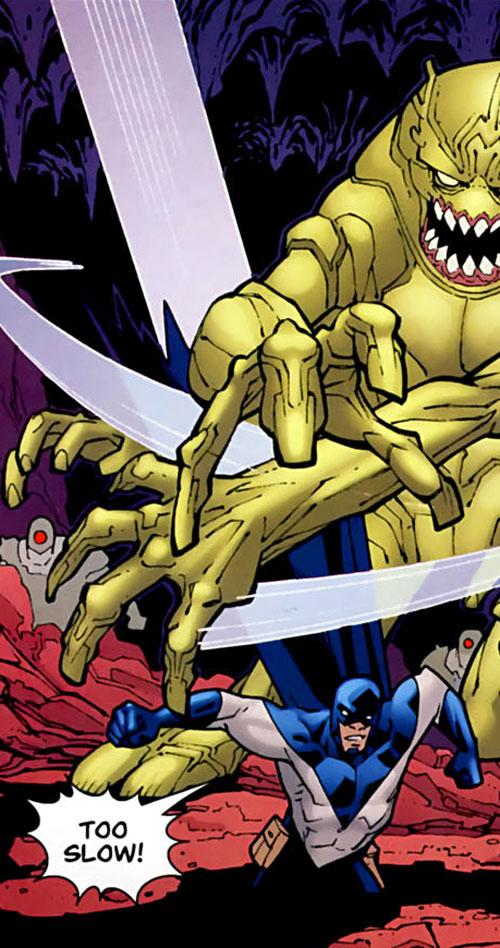 Darkwing 2 (Invincible comics) vs. giant yellow monster